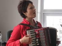 han sing with accordion at david's