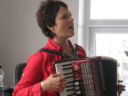 han sing with accordion at david's